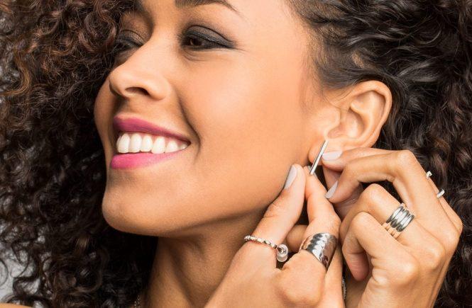 How-to-Buy-Hypoallergenic-Jewelry-Hero
